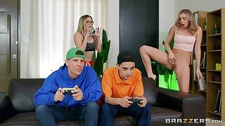 18 yo babes share their boyfriend in a superb home foursome
