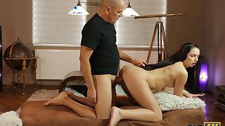 OLD4K. Venerable man tenderly penetrates wet pussy of good-looking
